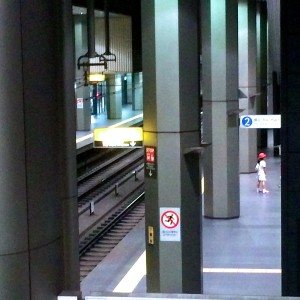 みなとみらい線 新高島駅(渋谷方面行きホーム階段)