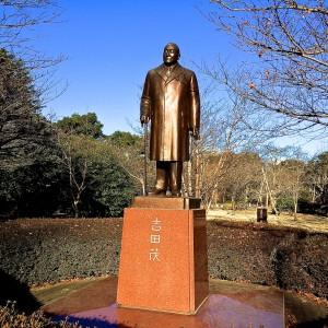 吉田茂銅像
